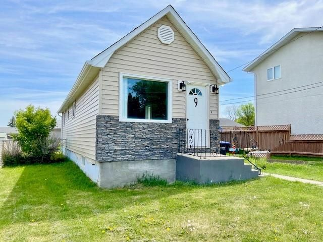 Main Photo: 9 23rd Street North in Brandon: Assiniboine Residential for sale (A02)  : MLS®# 202113747