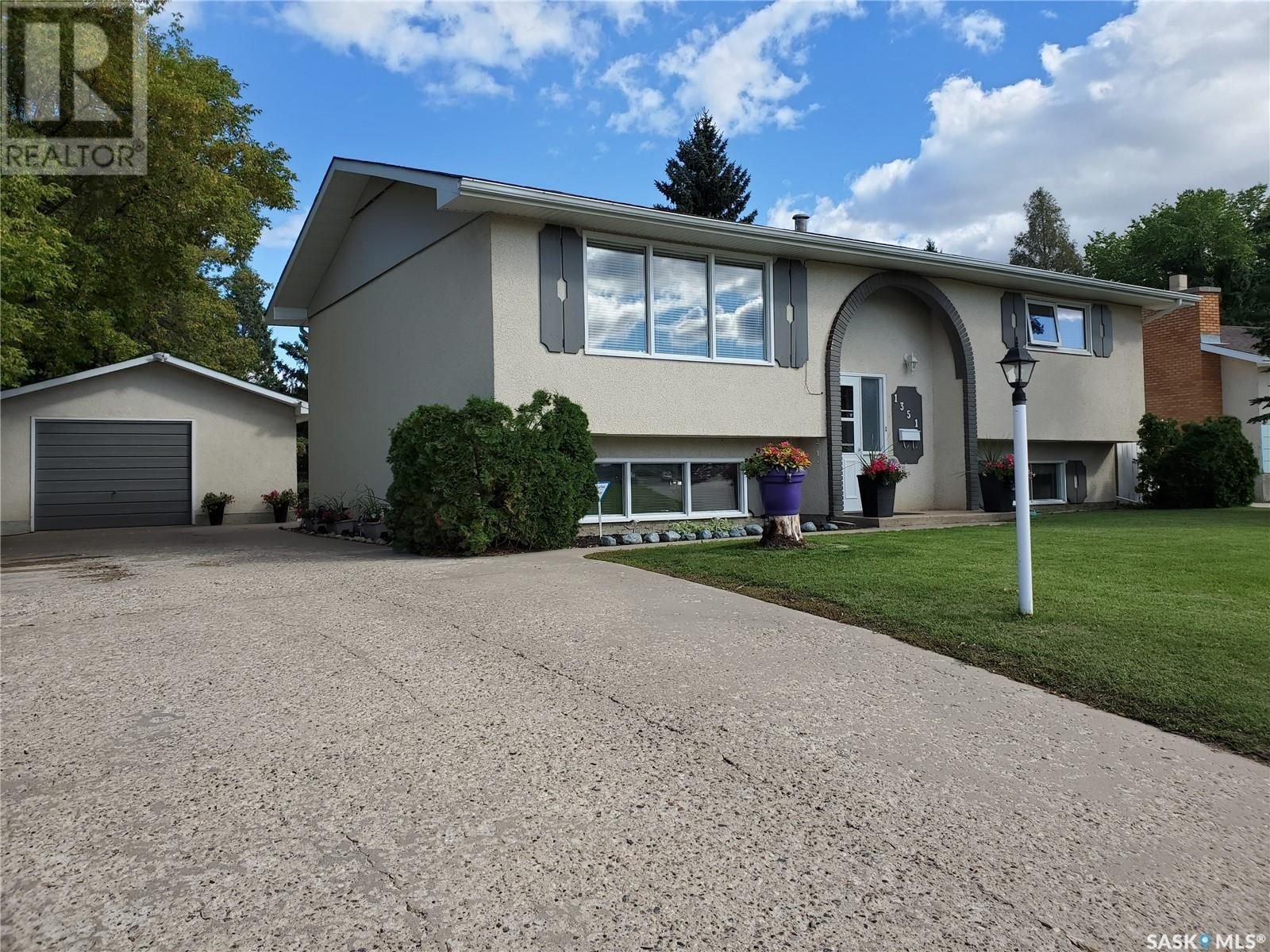 Main Photo: 1351 McKay DR in Prince Albert: House for sale : MLS®# SK870439