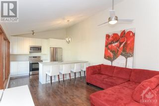 Photo 5: 102 STARWOOD ROAD UNIT#A in Ottawa: House for rent