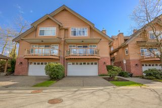 """Photo 3: 2 5201 OAKMOUNT Crescent in Burnaby: Oaklands Townhouse for sale in """"HARLANDS"""" (Burnaby South)  : MLS®# R2161248"""