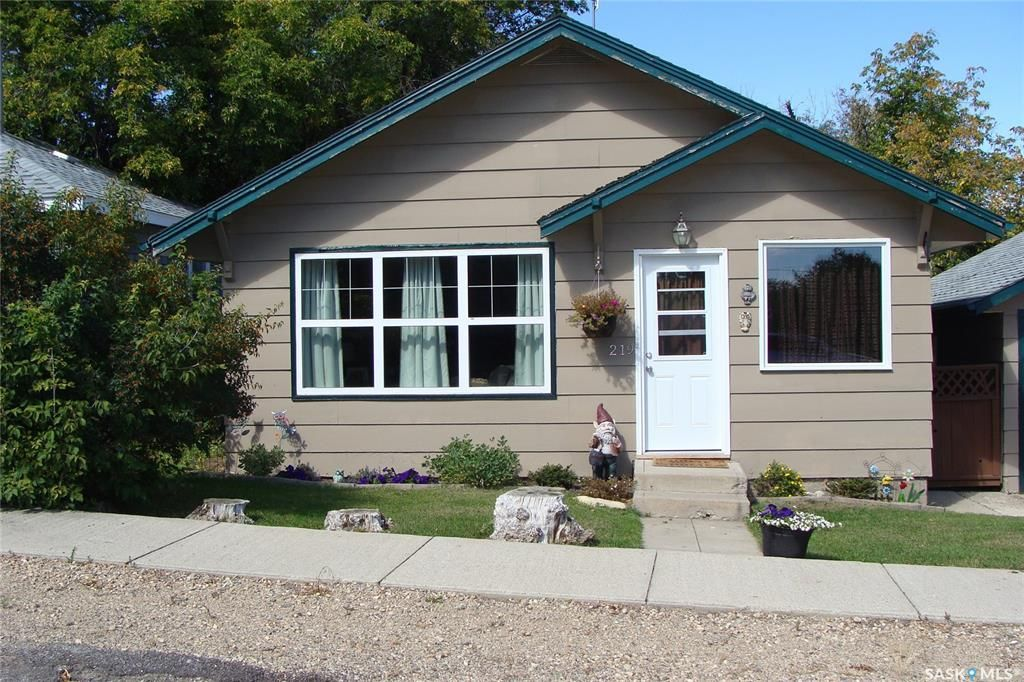 Main Photo: 219 Main Street in Young: Residential for sale : MLS®# SK865820