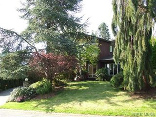 Photo 2: 2371 Moore Pl in VICTORIA: CS Tanner House for sale (Central Saanich)  : MLS®# 669843