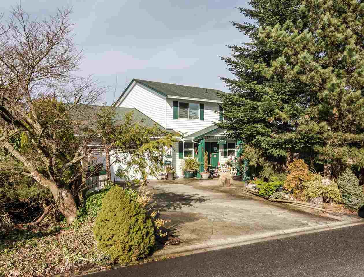 Main Photo: 12449 MEADOW BROOK Place in Maple Ridge: Northwest Maple Ridge House for sale : MLS®# R2547161