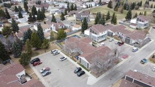 Photo 3: 617 WILLOW Court in Edmonton: Zone 20 Townhouse for sale : MLS®# E4240876