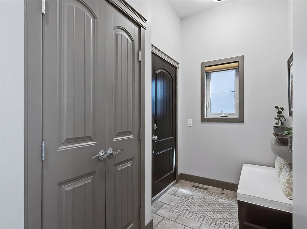 Main Photo: 413 31 Avenue NW in Calgary: Mount Pleasant Semi Detached for sale : MLS®# A1104669