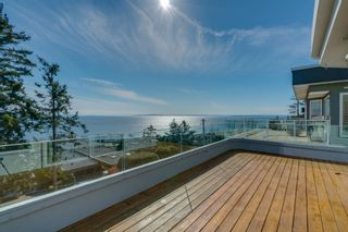 "Photo 1: 14837 PROSPECT Avenue: White Rock House for sale in ""WHITE ROCK"" (South Surrey White Rock)  : MLS®# R2365629"