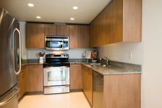 """Photo 4: 411 1212 HOWE Street in Vancouver: Downtown VW Condo for sale in """"1212 HOWE"""" (Vancouver West)  : MLS®# R2583498"""