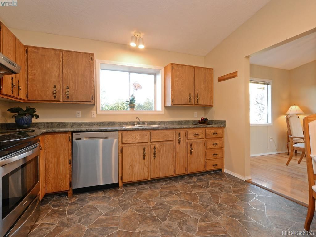 Photo 9: Photos: 11 Quincy St in VICTORIA: VR Hospital House for sale (View Royal)  : MLS®# 775790
