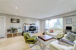 Photo 2: 1903 COMO LAKE Avenue in Coquitlam: Harbour Place House for sale : MLS®# R2463988