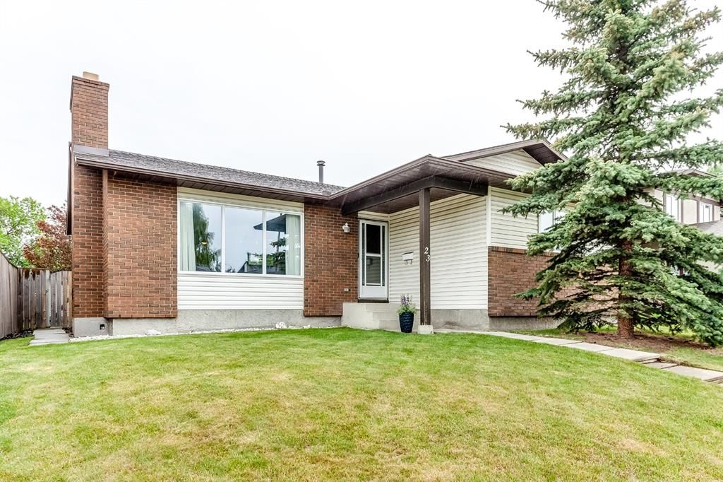 Main Photo: 23 Woodbrook Road SW in Calgary: Woodbine Detached for sale : MLS®# A1119363