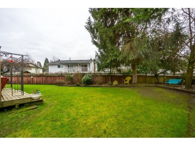 Photo 2: Photos: 5926 183 Street in Surrey: Cloverdale BC House for sale : MLS®# R2028252