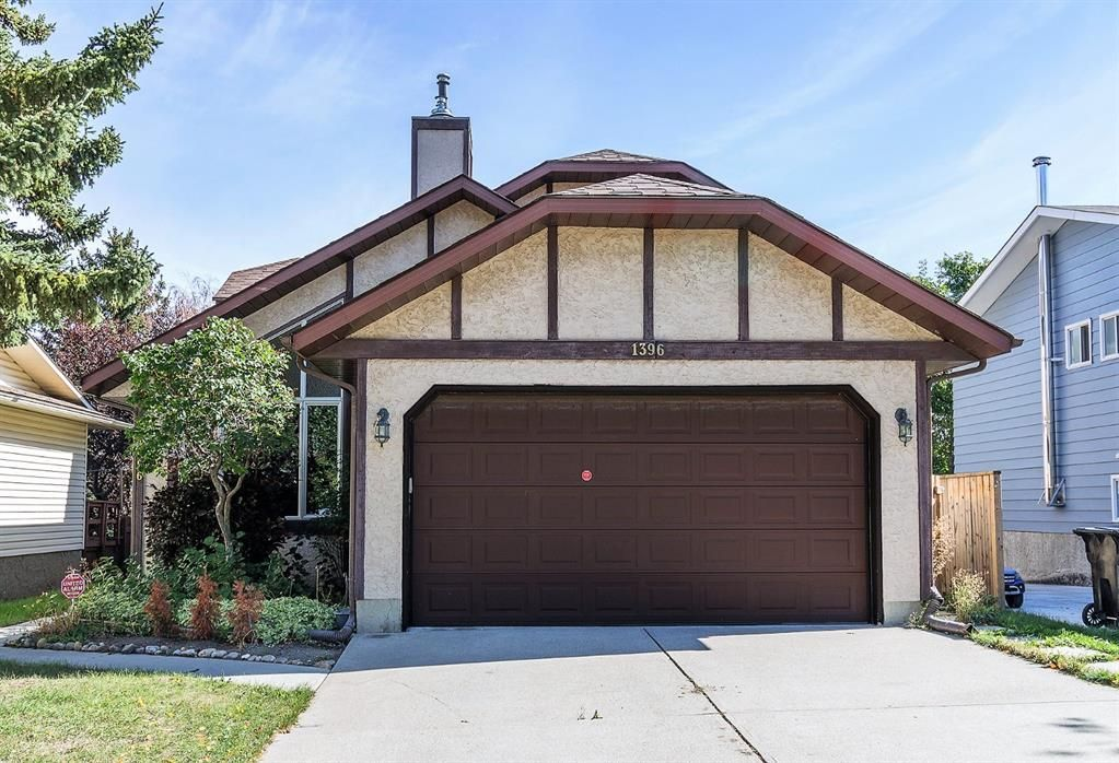 Main Photo: 1396 Berkley Drive NW in Calgary: Beddington Heights Detached for sale : MLS®# A1146766