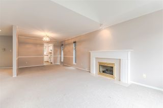 "Photo 10: 111 6109 W BOUNDARY Drive in Surrey: Panorama Ridge Townhouse for sale in ""Lakewood Gardens"" : MLS®# R2153090"