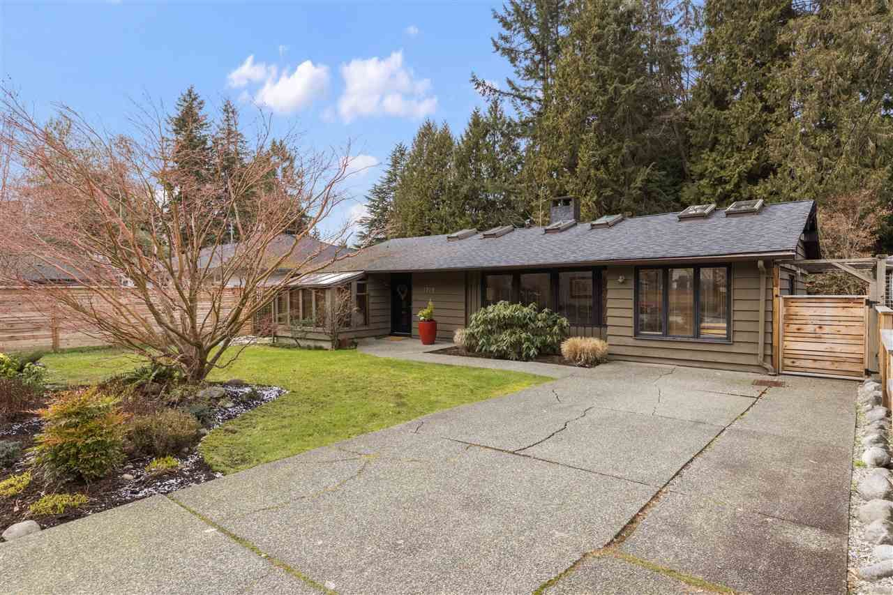 Photo 19: Photos: 3929 Sunset Boulevard in North Vancouver: Edgemont House for rent