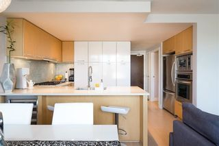 """Photo 3: 522 2008 PINE Street in Vancouver: False Creek Condo for sale in """"MANTRA"""" (Vancouver West)  : MLS®# R2348599"""