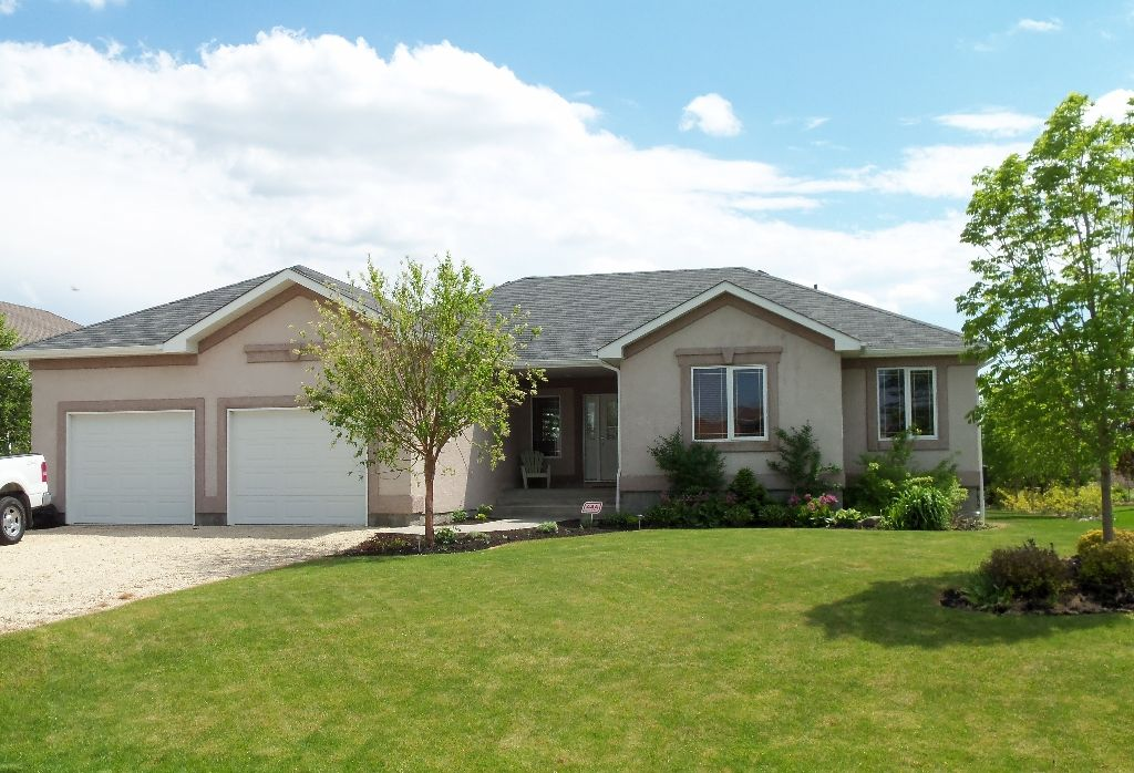 Ideal 1420 sf 3+bedroom Bungalow (2002) in Town of Oakbank