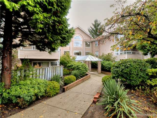 Main Photo: 304 7368 ROYAL OAK Avenue in Burnaby: Metrotown Condo for sale (Burnaby South)  : MLS®# V976685