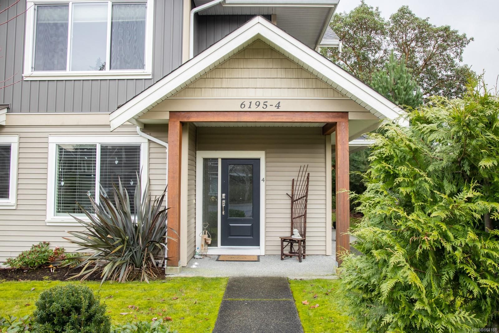 Main Photo: 4 6195 Nitinat Way in : Na North Nanaimo Row/Townhouse for sale (Nanaimo)  : MLS®# 864188