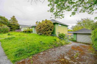 """Photo 3: 1414 NANAIMO Street in New Westminster: West End NW House for sale in """"West End"""" : MLS®# R2598799"""