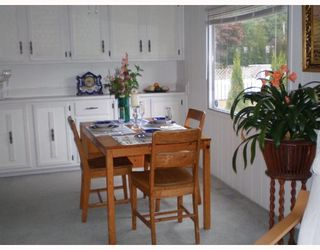 """Photo 3: 70 1413 HIGHWAY 101 BB in Gibsons: Gibsons & Area Manufactured Home for sale in """"THE POPLARS"""" (Sunshine Coast)  : MLS®# V643850"""