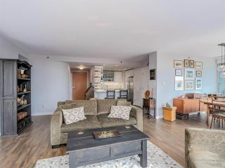 Photo 4: Vancouver West: Condo for sale : MLS®# R2077487