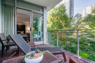 """Main Photo: 102 1169 W CORDOVA Street in Vancouver: Coal Harbour Townhouse for sale in """"ONE HARBOUR GREEN"""" (Vancouver West)  : MLS®# R2622304"""
