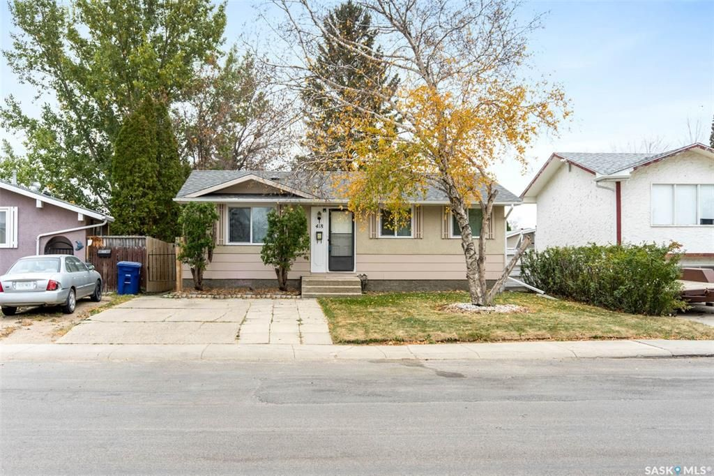 Main Photo: 418 SMALLWOOD Crescent in Saskatoon: Confederation Park Residential for sale : MLS®# SK873758
