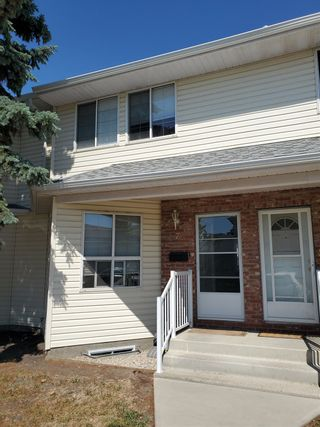 Photo 1: 7 1033 YOUVILLE Drive W in Edmonton: Zone 29 Townhouse for sale : MLS®# E4253895