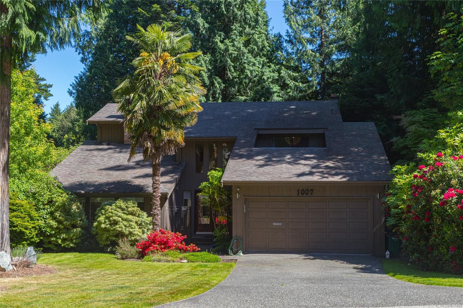 Main Photo: 1007 Kentwood Pl in : SE Broadmead House for sale (Saanich East)  : MLS®# 877495