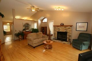 Photo 3: 2 WEST ANDISON Close: Cochrane House for sale : MLS®# C4141938