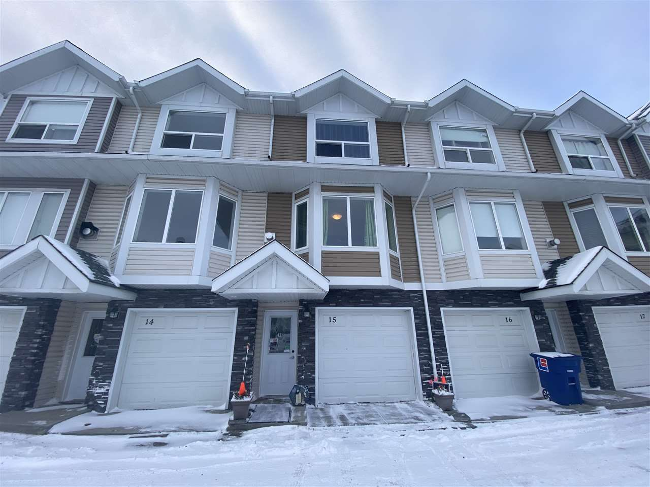Main Photo: 15 13215 153 Avenue in Edmonton: Zone 27 Townhouse for sale : MLS®# E4220487