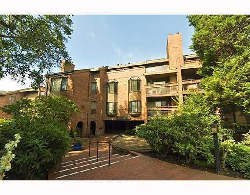 """Main Photo: 308 2320 W 40TH Avenue in Vancouver: Kerrisdale Condo for sale in """"MANOR GARDENS"""" (Vancouver West)  : MLS®# V678484"""