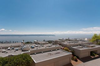 """Photo 18: 2375 FOLKESTONE Way in West Vancouver: Panorama Village Townhouse for sale in """"Westpointe"""" : MLS®# R2147678"""