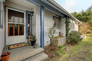 Photo 3: 1017 Scottswood Lane in VICTORIA: SE Broadmead House for sale (Saanich East)  : MLS®# 806228