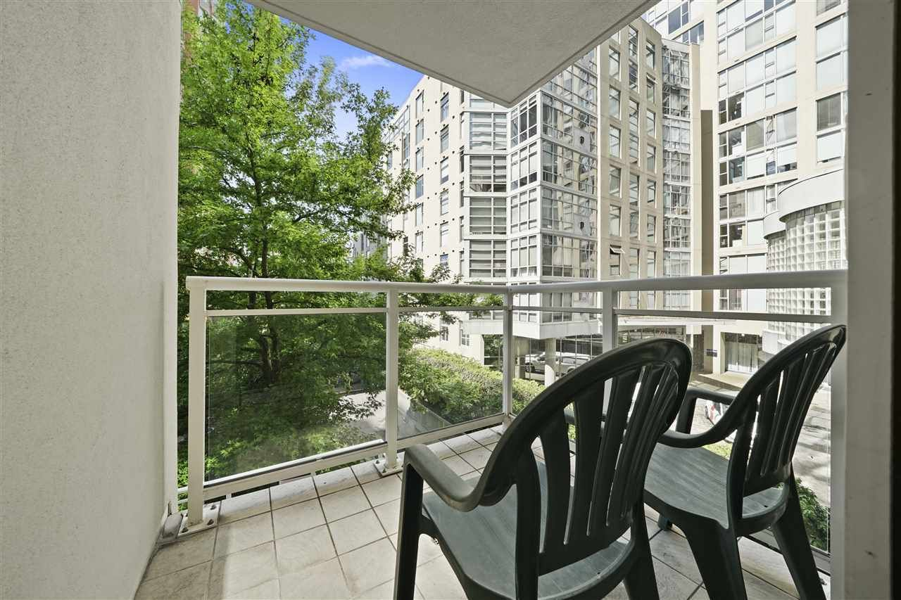 """Photo 23: Photos: 405 910 BEACH Avenue in Vancouver: Yaletown Condo for sale in """"MERIDIAN"""" (Vancouver West)  : MLS®# R2534010"""