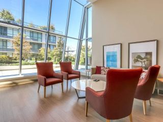 """Photo 18: 375 2080 W BROADWAY in Vancouver: Kitsilano Condo for sale in """"PINNACLE LIVING ON BROADWAY"""" (Vancouver West)  : MLS®# R2211453"""