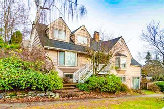 Photo 1: 3122 COURTENAY Street in Vancouver: Point Grey House for sale (Vancouver West)  : MLS®# R2499822