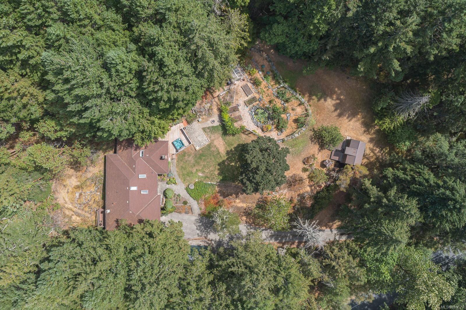 Main Photo: 3110 Woodridge Pl in : Hi Eastern Highlands House for sale (Highlands)  : MLS®# 883572
