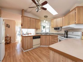 Photo 10: 18 1240 WILKINSON ROAD in COMOX: CV Comox Peninsula Manufactured Home for sale (Comox Valley)  : MLS®# 780089