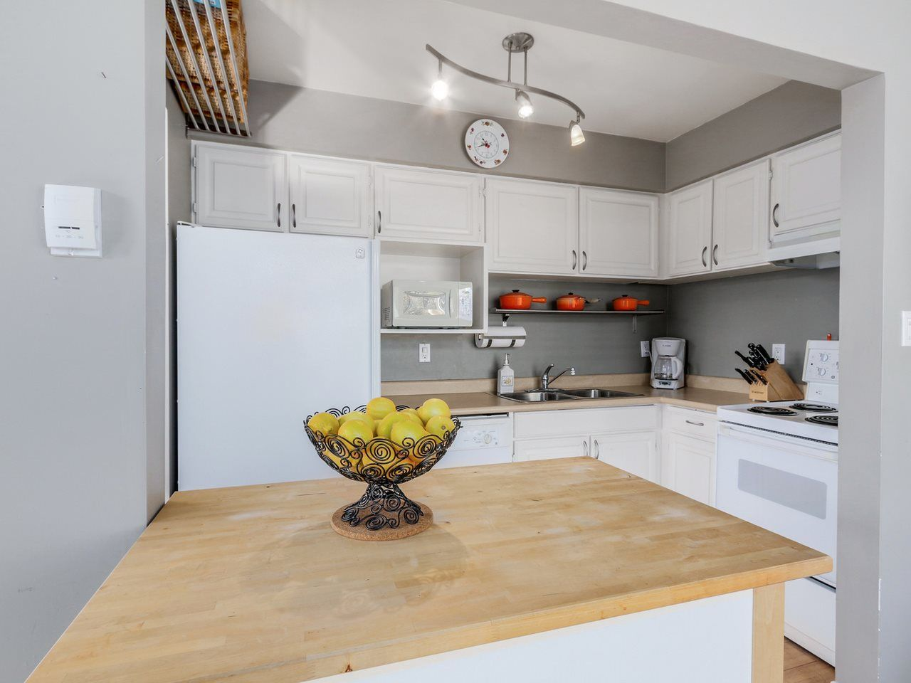 Photo 4: Photos: P3 2885 SPRUCE Street in Vancouver: Fairview VW Condo for sale (Vancouver West)  : MLS®# R2052789