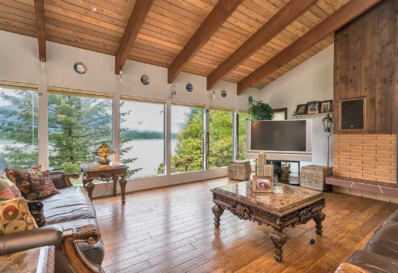 """Photo 6: Photos: 42831 OLD ORCHARD Road in Chilliwack: Chilliwack Mountain House for sale in """"CHILLIWACK MOUNTAIN"""" : MLS®# R2202760"""