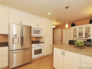 Photo 5: 1895 Hillcrest Ave in VICTORIA: SE Gordon Head House for sale (Saanich East)  : MLS®# 641305