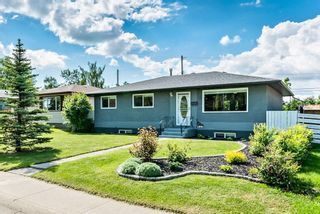 Photo 1: 1981 COTTONWOOD Crescent SE in Calgary: Southview Detached for sale : MLS®# C4301983
