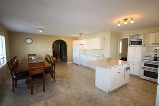 Photo 6: 75 Southpark Drive in Niverville: R07 Residential for sale : MLS®# 1924397