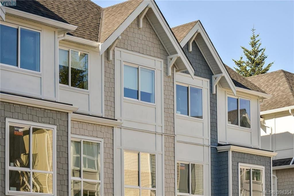 Main Photo: 1 1032 Cloverdale Ave in VICTORIA: SE Quadra Row/Townhouse for sale (Saanich East)  : MLS®# 790555