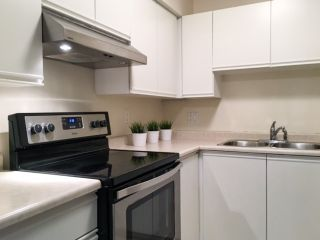 Photo 2: 102 1950 E 11TH AVENUE in Vancouver: Grandview VE Condo for sale (Vancouver East)  : MLS®# R2183838