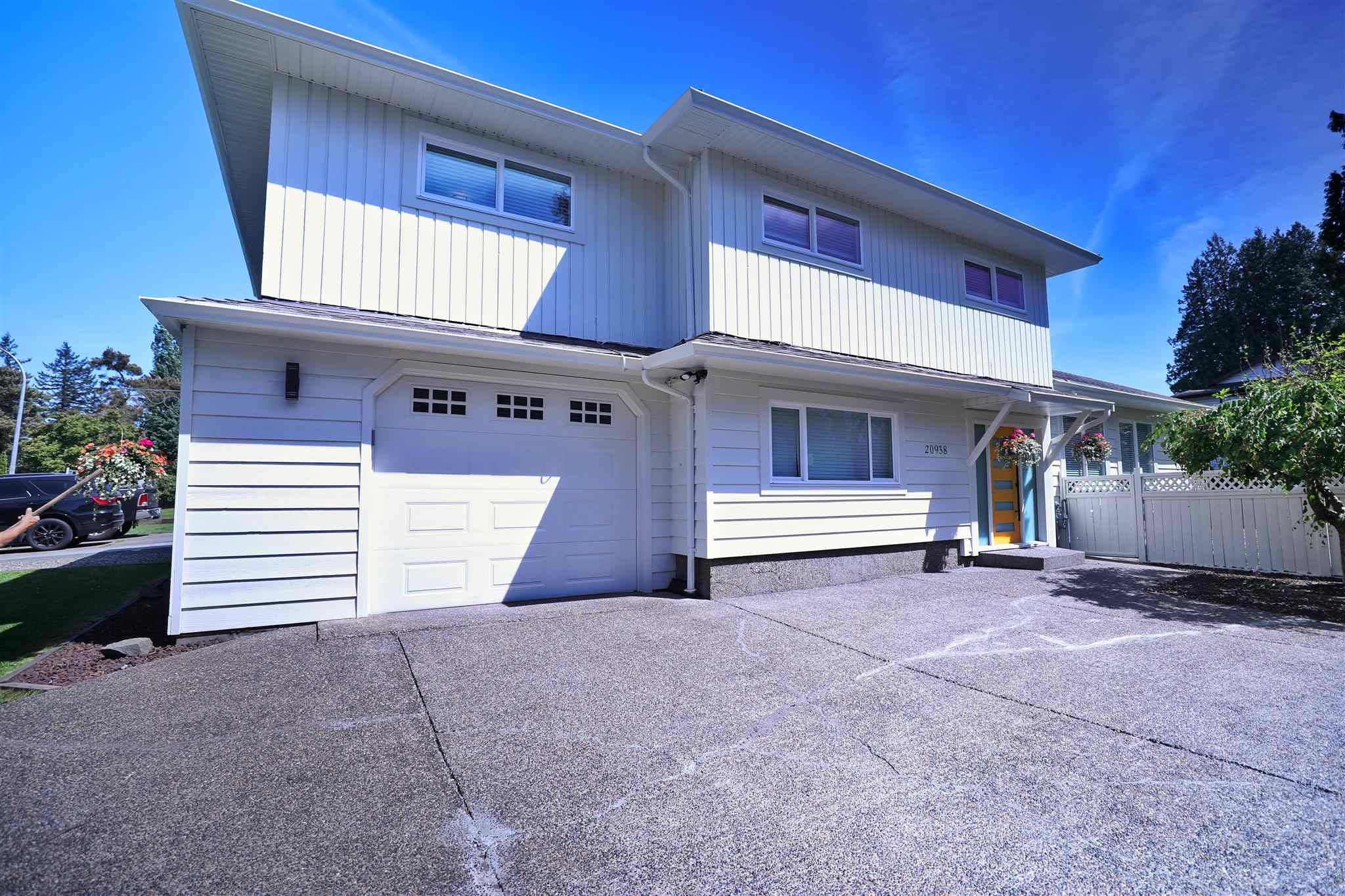 Main Photo: 20938 50 Avenue in Langley: Langley City House for sale : MLS®# R2594755