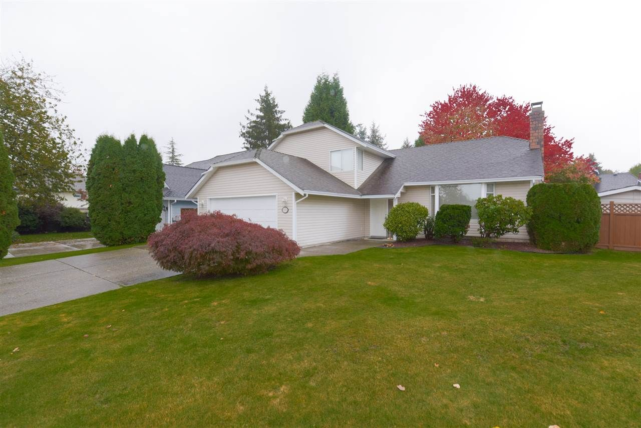 "Main Photo: 15522 95 Avenue in Surrey: Fleetwood Tynehead House for sale in ""BERKSHIRE PARK"" : MLS®# R2511921"