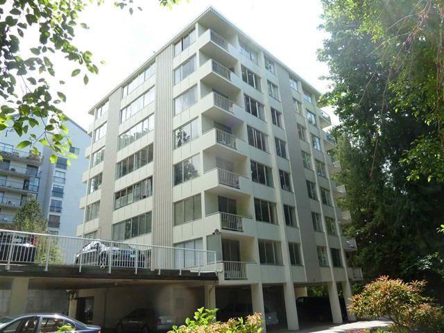 Main Photo: 402 1785 ESQUIMALT Avenue in West Vancouver: Ambleside Condo for sale : MLS®# R2412209
