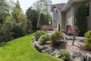 """Photo 15: 41383 DRYDEN Road in Squamish: Brackendale House for sale in """"Eagle Run"""" : MLS®# R2163949"""